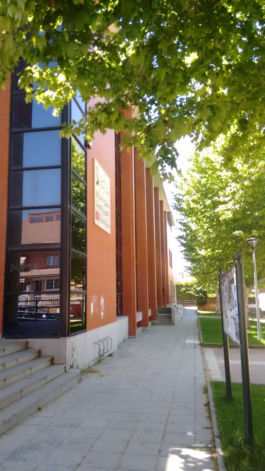 Biblioteca y Centro de día